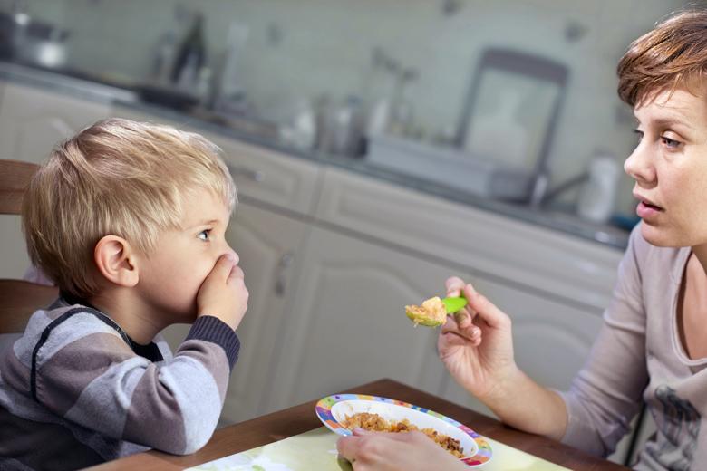 figlio mangia poco
