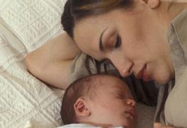 5 mesi neonato si veglia di notte
