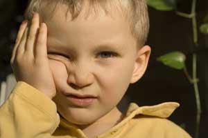 bambino aggressivo e nervoso