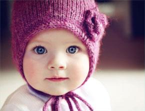 Bambina di 6 mesi con peluria pubica
