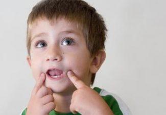 bambino con ritardo nello sviluppo del linguaggio
